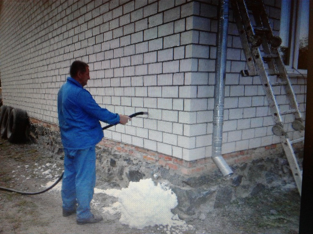 Утепление стен  домов экоизолом- жидкий пенопласт