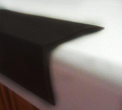 Резиновый уголок гладкий 40х30х2 мм