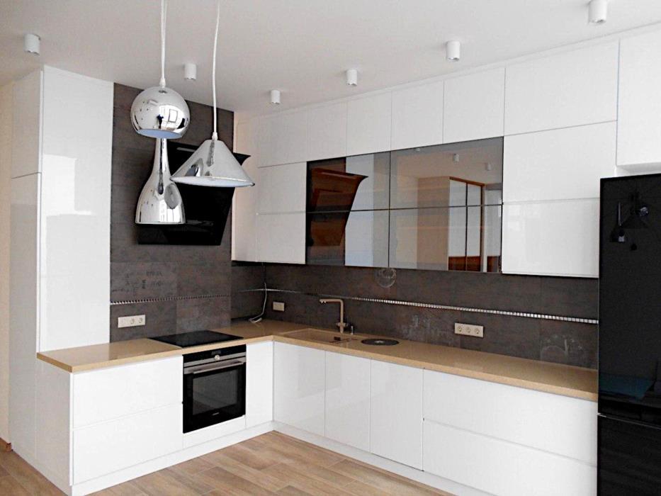 Кухня студия угловая на заказ белая стильная