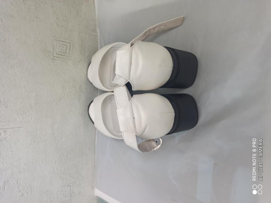 Босоніжки жіночі