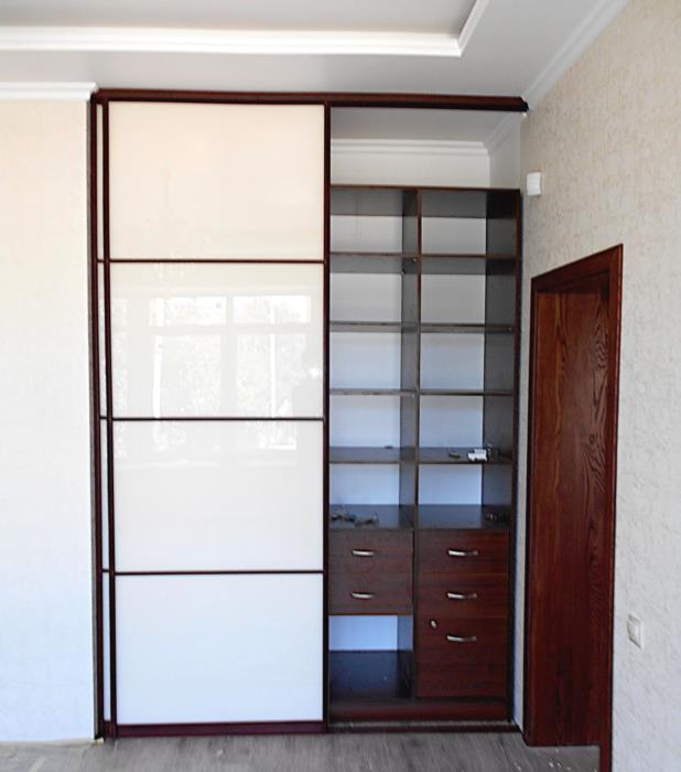 Шкаф купе с полками и ящиками на заказ Изготовление корпусной мебели