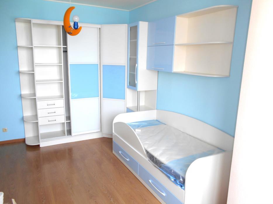 Комплект детской мебели на заказ Кровать детская с нишейшкаф купе