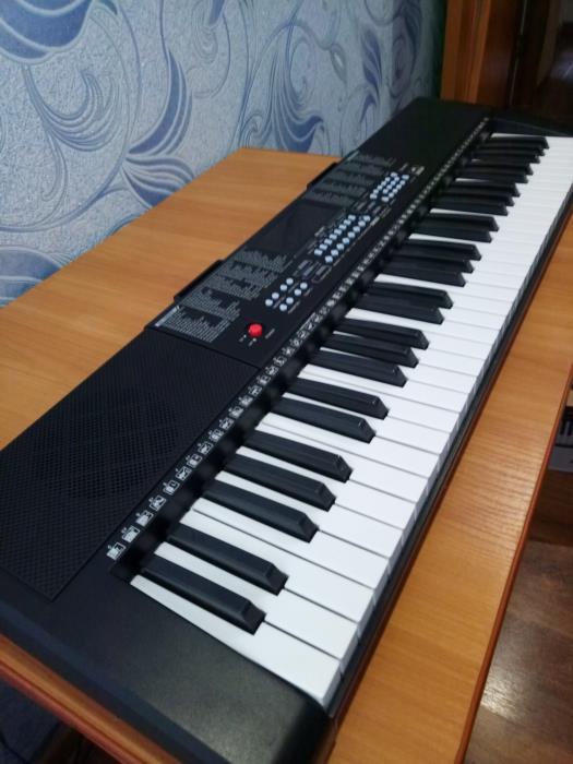 Продам новенький синтезатор