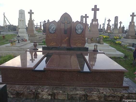 Заливка фундаменту під памятник Хмельницький