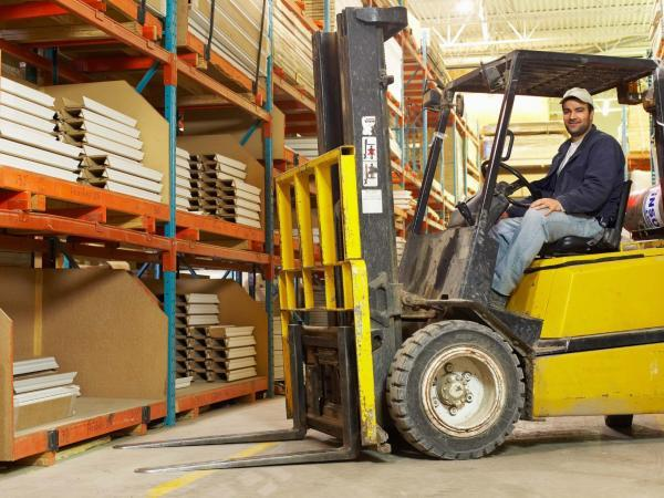 Работник склада водитель погрузчика