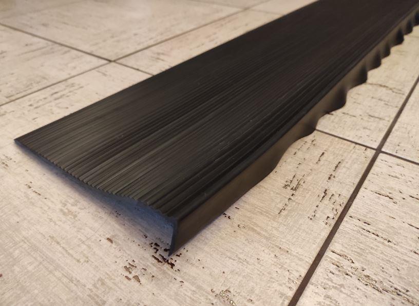 Противоскользящая резиновая накладка на ступени 200х30х5 мм