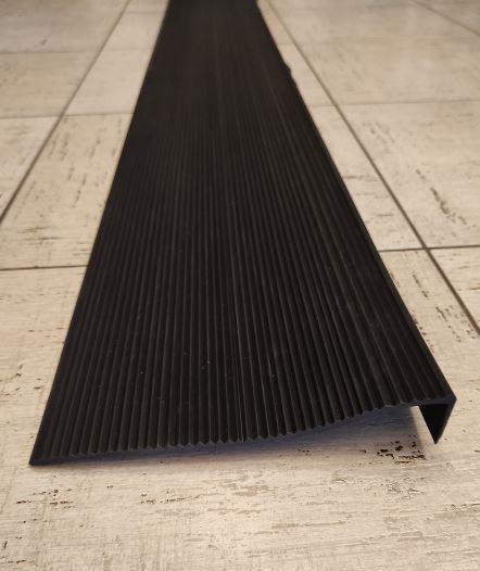Антискользящая резиновая накладка на ступени 200х30х5 мм